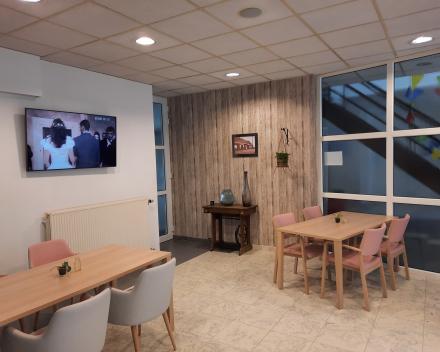 Televisiescherm in cafetaria